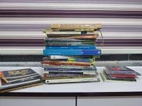 اهدای کتاب به انجمن